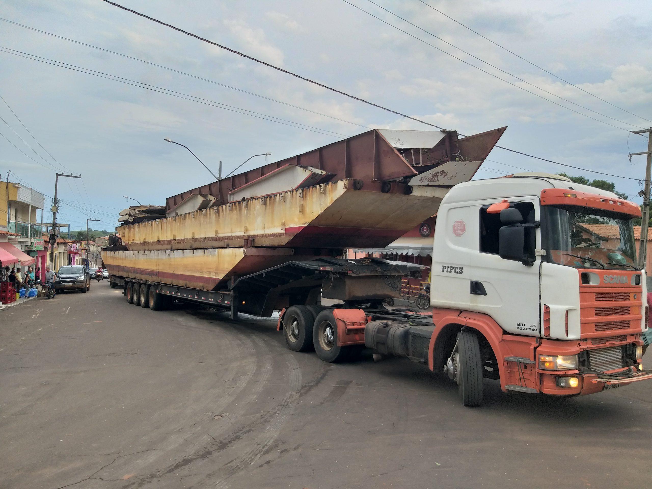 Balsa do Rio Flores chega a Tuntum; passagem pela cidade é complicada