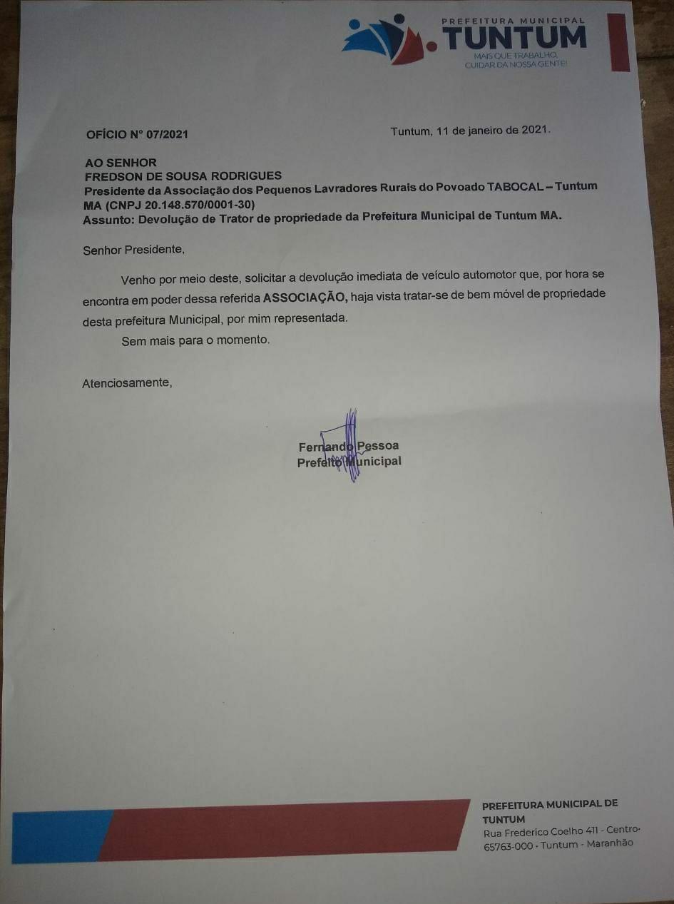 Trator do povoado Tabocal é pedido de volta pelo prefeito Fernando Pessoa; trabalhadores se revoltam
